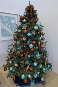 Amusing-Blue-And-Gold-Christmas-Tree-28-In-Home-Designing-Inspiration-with-Blue-And-Gold-Christmas-Tree